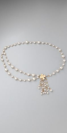 vintage chanel. love the varying pearl sizes
