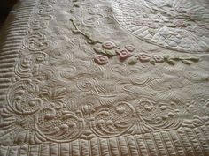 exquisite quilting ~~~  by TraceyB     ..... Rose Bouquet~ lots of large open spaces with some lovely soft applique to work with. Her version of McTavishing, radiating lines & circles marked with Renae's Amazing Rays, Mini-jumbuck Nu-wool batting, stencil designs from Stensource.