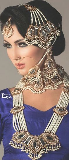 What a stunning set for a Pakistani bride. All of the pieces are dense and heavy creating such a unique look for a bride. Most Beautiful Eyes, Beautiful Bride, Art Visage, Beauty And Fashion, Exotic Women, Exotic Beauties, Asian Bride, India Jewelry, Indian Bridal