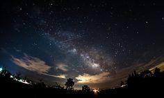SpaceNesia - Fenomena Langit Bulan Mei, Jangan lewatkan hujan meteor Eta Aquarid dan duet Merkurius dan Venus jelang fajar. Kehadiran M...