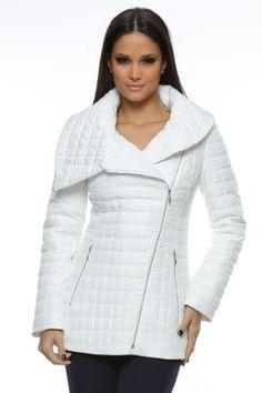 Jacheta matlasata cu guler amplu si fermoare.