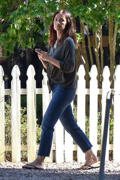 Share, rate and discuss pictures of Minka Kelly's feet on wikiFeet - the most comprehensive celebrity feet database to ever have existed. Kelly Fashion, Minka Kelly, Belleza Natural, Street Photo, Celebrity Feet, Savannah Chat, Black Pants, Bell Bottom Jeans, Belle