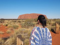 Best things to do at Uluru. Dinner under the stars & camel rides at sunrise: 5 experiences you must not miss in Uluru, Northern Territory, Australia. Ayers Rock Australia, South Australia, Melbourne Australia, Australia Travel, Stuff To Do, Things To Do, Pink Lake, Travel Expert, Activities To Do