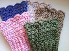 Free Crochet Pattern For Boot Cuffs - Knitting Bordado Free Crochet Pattern For Boot Cuffs Crochet Free Patterns For Boot Cuffs Squareone For Crochet Crafts, Yarn Crafts, Crochet Projects, Free Crochet, Knit Crochet, Simple Crochet, Beginner Crochet, Crochet Boots, Crochet Gloves