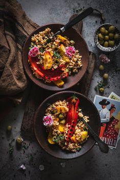 Viva Espana Spanischer Grill Paprika Salat Food Around the World Cocktail Photography, Food Photography, Healthy Salads, Healthy Recipes, Salad Recipes, Bulgur Salad, Food Blogs, International Recipes, Paella