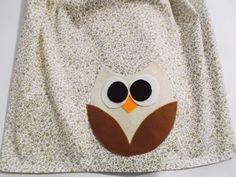 Capa para botijão de gás em tricoline de algodão com aplicação de coruja em feltro. Item aplicado com com entretela termocolante, sem zig ziag. <br> <br>Obs: A estampa pode variar conforme disponibilidade de estoque, porém conservando o floral no mesmo tom.