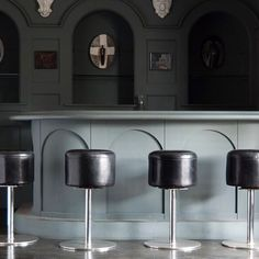 IT'S 5 O'CLOCK SOMEWHERE: Set of 70s leather + chrome  swivel bar stools | #BlackmanCruz #tgif