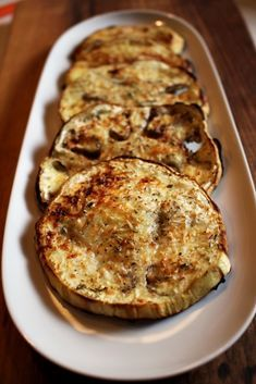 Melanzane al forno, facili e gustose Vegetable Dishes, Vegetable Recipes, Vegetarian Recipes, Healthy Recipes, Finger Food Appetizers, Finger Foods, Appetizer Recipes, Almond Paste Cookies, Caramelised Onion Tart