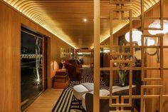 Vagão de trem antigo abriga cozinha e salas de estar e banho em estilo Art Déco - UOL Estilo de vida