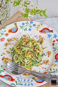 Zucchini spaghetti with tahini sauce, chili flakes and wallnuts