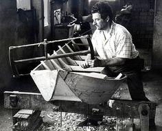 Mendes Baratti, maestro d'ascia. Galleria Rodigo, Museo Etnografico dei mestieri del fiume.