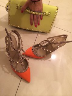 It was a rock-stud kind a day @beautyslab.  ***Valentino #rockstud orange pumps, brandnew, size 38.5, selling for AED 3550 or $970.   ***Valentino classic stud #clutch, brand-new, selling for AED 3700 or $1000. For more details contact us on +971508818891. #valentino #Valentinoshoes #valentinoclutch  #mydubai