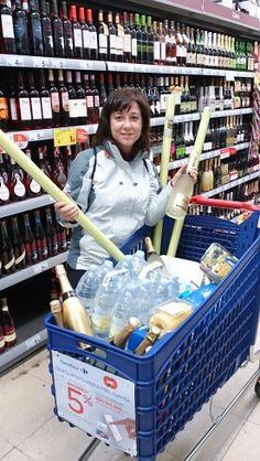 Comprando el Ágape de la boda en Carrefour