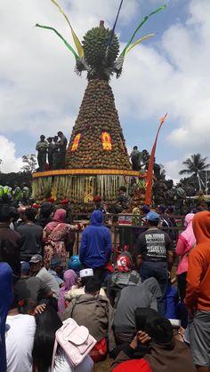 Tumpeng Durian ...   acara syukuran panen raya durian, di wonosalam, jombang. Indonesia