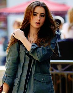 lily collins stuck in love hair Short Hairstyles For Women, Celebrity Hairstyles, Pretty People, Beautiful People, Lily Collins Style, Lily Collins Casual, Love Lily, Actrices Hollywood, Mamma Mia