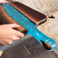 Top Wood Working Plans – Ideen aus Holz – Home crafts Epoxy Wood Table, Epoxy Resin Table, Epoxy Resin Art, Diy Resin Art, Diy Resin Crafts, Wood Crafts, Diy Epoxy, Wood Tables, Resin Furniture