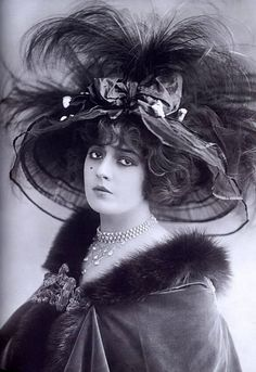 Here you can see some pictures of beautiful giant hats used by women in Edwardian Era.