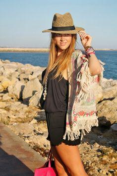 Summer essentials  21-7-2014  Kimono: Zara (S/S 2014) Tshirt/ Camiseta: Zara (old) Shorts: Pull & Bear (S/S 2013) Hat/ Sombrero: Garbo Sevilla Espadrilles/ Alpargatas: Presili