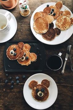 My perfect day would start with someone cooking bear pancakes for me Cute Food, Good Food, Yummy Food, Breakfast For Kids, Breakfast Recipes, C'est Bon, Baby Food Recipes, Kids Meals, Food Porn