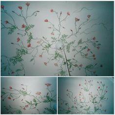 Rosas silvestres pintadas en un techo de 8m2, en el hall de un apartamento (Milán).