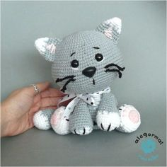 how to crochet a tiny lil cat! good for amigurumi/crochet beginners WHAT YOU'LL NEED: - cat colored yarn - crochet hook - embroidery thread (black & . Gato Crochet, Crochet Cat Pattern, Crochet Diy, Crochet Amigurumi, Amigurumi Patterns, Amigurumi Doll, Crochet Crafts, Crochet Dolls, Yarn Crafts