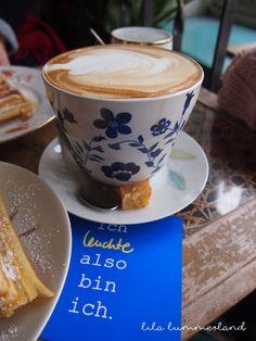 #Cappuccino in der Leuchte Kaffeebar in #Köln