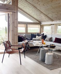 5 Modern Eco-Friendly Prefab Homes You Can Order Right Now – My Life Spot Cabin Homes, Log Homes, Ideas Cabaña, Small Cottage Homes, Cottage Interiors, Prefab, Interior Inspiration, Small Spaces, Outdoor Furniture Sets
