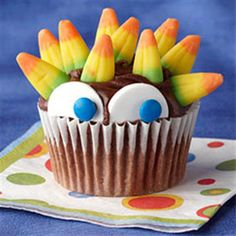 Halloween treats- ooh, like this decor with a healthy muffin- Greek yogurt choc!
