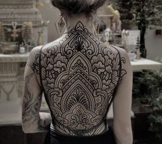 Search inspiration for a Blackwork tattoo. Tribal Tattoos, Tattoos Mandala, Tribal Tattoo Designs, Black Tattoos, Arabic Tattoos, Celtic Tattoos, Symbolic Tattoos, Heel Tattoos, Bild Tattoos
