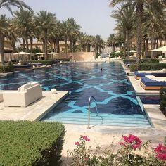KISSES & CAKE BRIDAL PUBLICATION | Cocktails at the One & Only resort Dubai. Breathtaking. @ooresorts #thebridalcoach #kissesandcakeweddings #dubai #resort #theoneandonly #beautiful #dubai #uae #desert #summer #pool #fivestar | SIGN UP TO OUR NEWSLETTER & GET BRIDAL TIPS www.kissesandcake.com.au