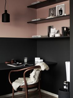 Modern Scandinavian Home Office Interior with Grey and Pink Walls Workspace Inspiration, Interior Inspiration, Colour Inspiration, Half Painted Walls, Half Walls, Turbulence Deco, Luxury Decor, Pink Walls, Green Walls