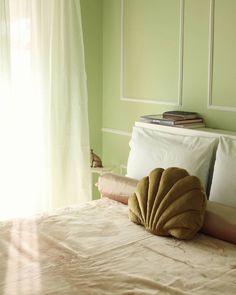 "Marianna Chalkiadaki on Instagram: ""Eternal shell shape obsession 🐚💗 #bedroomdecor #bedroominspo #bedroominterior #shellpillow #seashelldecor #velvetbedding #velvetpillow…"" Velvet Bed, Velvet Pillows, Bedroom Inspo, Bedroom Decor, Shells, Shape, Blog, Instagram, Conch Shells"