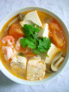 Tomato Soup with Frozen Tofu & Prawns My first encounter with frozen tofu was from my mother-in-law. I was so amaze by its texture w. Chicken Soup Recipes, Tofu Recipes, Healthy Soup Recipes, Asian Recipes, Cooking Recipes, Yummy Recipes, Chinese Fish Soup Recipe, Chinese Food, Chinese Style