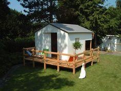 gartenhaus für kinder mit integriertem klettergerüst, geheimgang und zweiter schlafebene.