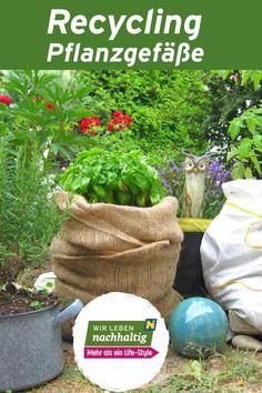 Genauso gut wie gekaufte Pflanzgefäße eignen sich Gefäße, die ursprünglich einen anderen Zweck erfüllt haben:Plastik- oder Holzkisten, die mit Teichfolie (aus Kautschuk) ausgekleidet werden, große Lebensmitteldosen oder –eimer aus der Gastronomie bis zu Badewannen. Hier finden Sie nette Ideen für Ihren Garten, Terrasse oder Balkon. Rss Feed, Recycling, Fine Dining, Yogurt Cups, Bath Tubs, Coin Purse, Bucket, Wooden Crates, Backyard Patio