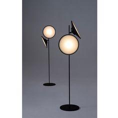 Luminárias suaves e marcantes como a lua. 2Moons inspira-se no astro mais amado pelos poetas