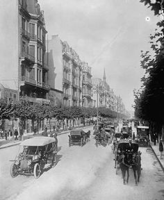 Photo of Avenida de Mayo in Buenos Aires Neoclassical Architecture, Old Postcards, Old Photos, Spain, Places To Visit, Street View, History, City, Black And White