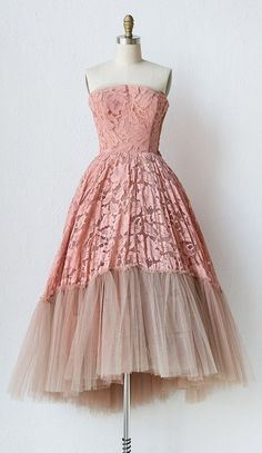1950s party dress in beautiful lace & layers of tulle