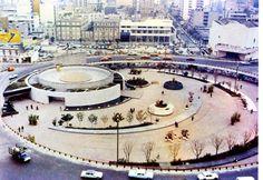 Una vista panorámica de  la glorieta de Insurgentes a principios de los años setenta. Se aprecian grandes diferencias con su panorama actual.