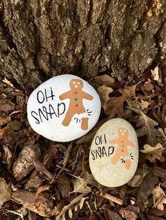 Easy and Fun Christmas Crafts for Kids to Make at School – Gingerbread Painted Rocks Pebble Painting, Pebble Art, Stone Painting, Painting Art, Rock Painting Ideas Easy, Rock Painting Designs, Painting Patterns, Stone Crafts, Rock Crafts
