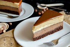 Mocha Caramel Entremet - Entremet cu caramel - - This mocha caramel entremet is a pastry masterpiece, although made at home from scratch. It's an exquisite cake, elegant, rich and absolutely delicious! Food Cakes, Gourmet Cakes, Cupcake Cakes, Cupcakes, Fancy Desserts, Classic Desserts, Just Desserts, Delicious Desserts, Baking Recipes