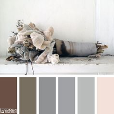 Taupe with hints of pastel pink and brown. Warm and romantic.