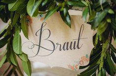 Wunderschöne Stuhlanhänger für die Hochzeit zum gratis Download | Friedatheres Foto und Schild von Die Hochzeitsfotografen