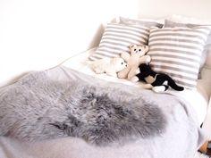 pedding, white,grey, pillows,
