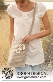 """DROPS 129-6 - Crochet DROPS bag in """"Lin"""" with flower in """"Lin"""" and """"Muskat"""". - Free pattern by DROPS Design"""