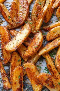 Extra Crispy Baked Garlic Parmesan Potato Wedges Baked Garlic Parmesan Potato Wedges – Crispy on the outside and tender on the inside, these easy baked potato wedges will blow you away with their simplicity and fantastic flavor! A great sid… Parmesan Potato Wedges, Potato Wedges Recipe, Parmesan Roasted Potatoes, Potato Wedges Baked, Homemade Potato Wedges, Crispy Baked Potatoes, Cheesy Potatoes, Roasted Cauliflower, Baked Potato Fries
