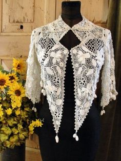 Pretty Irish lace jacket. Bonito y original encaje irlandés