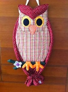 Resultado de imagem para patchwork Owl Crafts, Diy And Crafts, Crafts For Kids, Sewing Crafts, Sewing Projects, Projects To Try, Grocery Bag Holder, Peg Bag, Mini Quilts