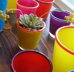 Der gute alte Pappbecher in farbigen Glas - ideal für Sommerfeeling auf Balkon und im Garten.