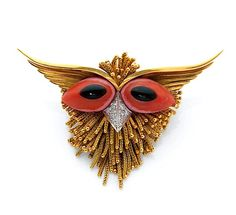 A CORAL, ONYX, DIAMOND AND GOLD OWL BROOCH, BY STERLE – Artcurial